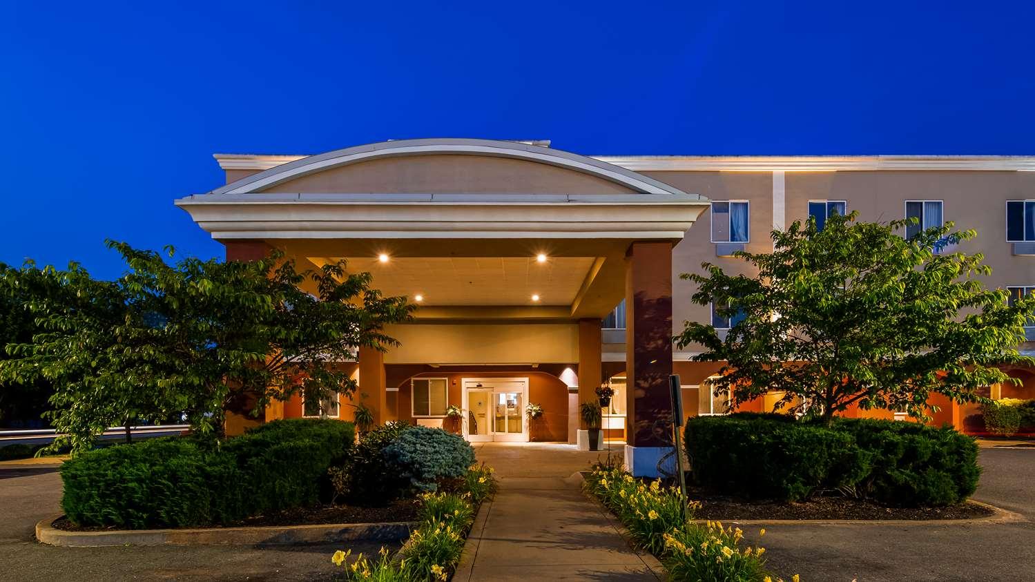 Exterior view - Best Western Dartmouth Inn