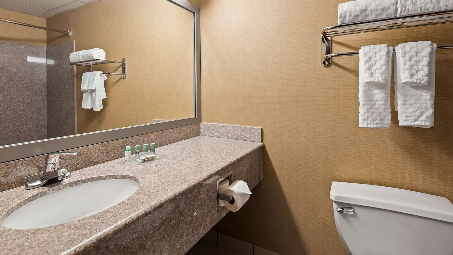 Room - Best Western Dartmouth Inn