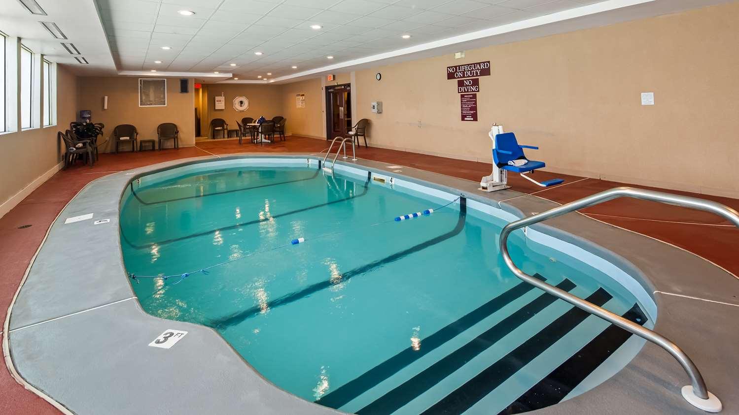 Pool - Best Western Dartmouth Inn
