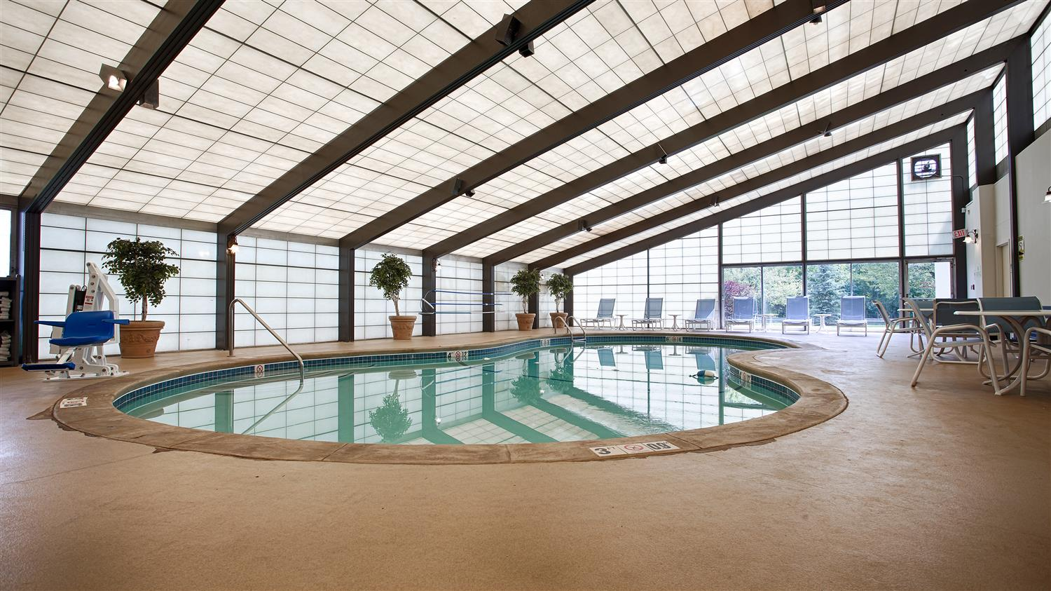 Pool - Best Western Plus New Englander Hotel Woburn