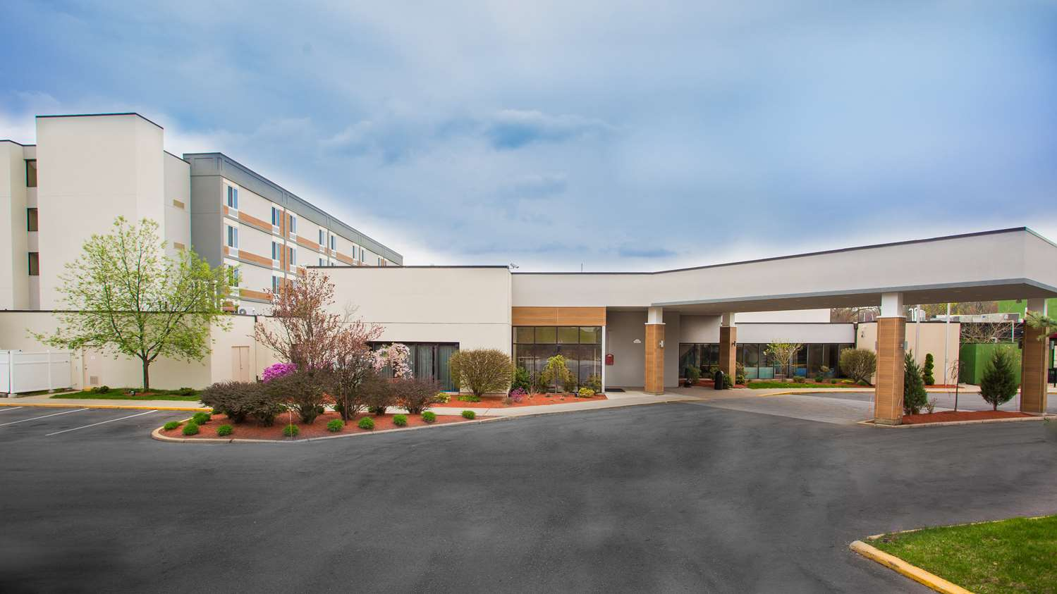 Exterior view - Best Western Plus New Englander Hotel Woburn