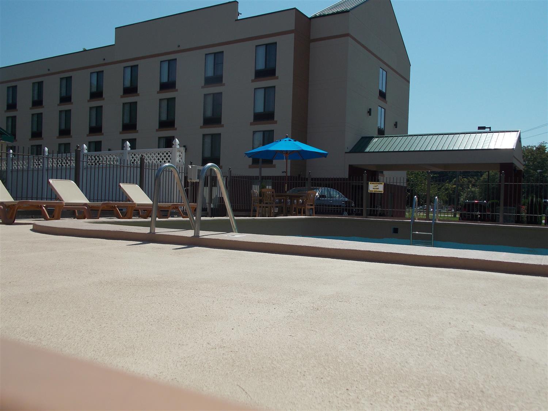 Pool - Best Western Springfield West Inn