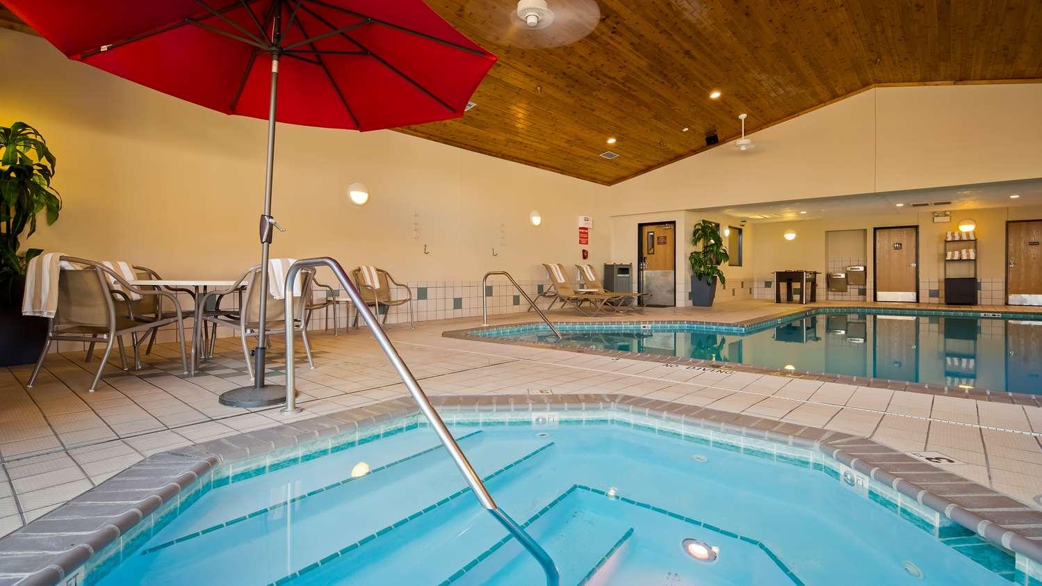 Pool - Best Western Plus Holland Inn & Suites