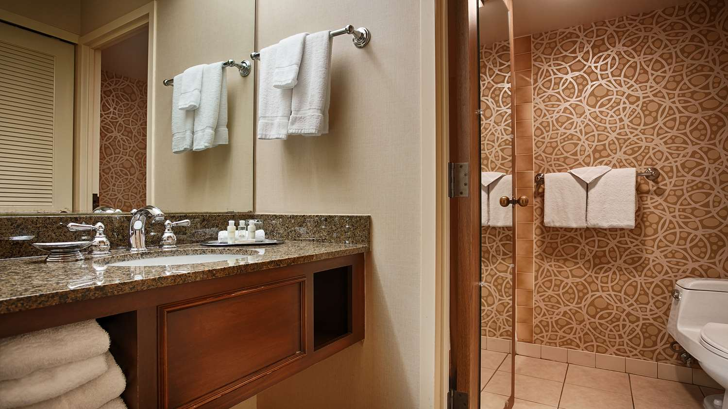 Room - Best Western Plus Normandy Inn & Suites Minneapolis