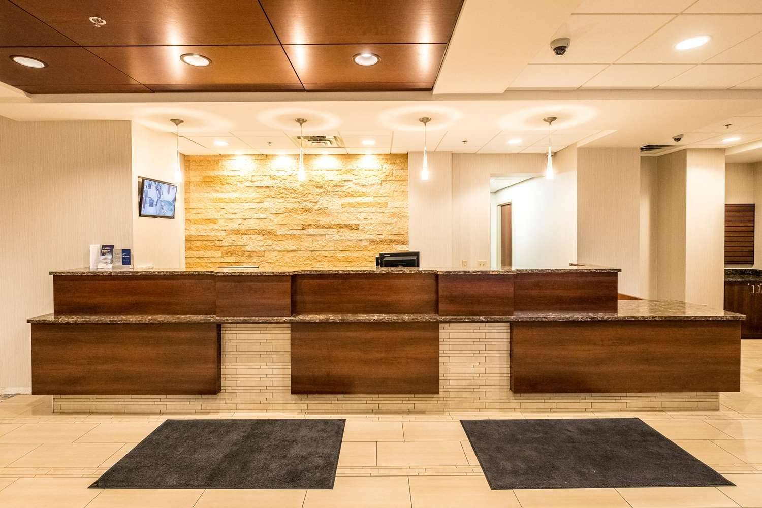 Lobby - Best Western Plus Capitol Ridge Hotel St Paul