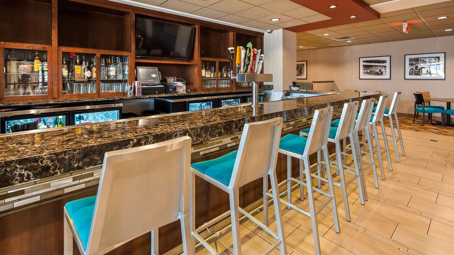 Bar - Best Western Plus Capitol Ridge Hotel St Paul
