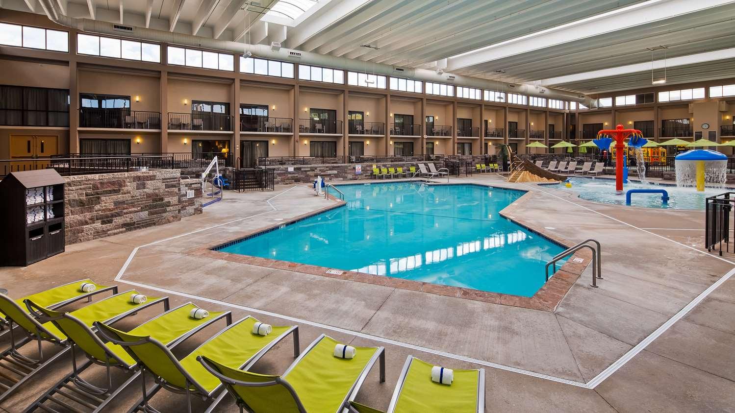 Pool - Best Western Plus Bloomington Inn