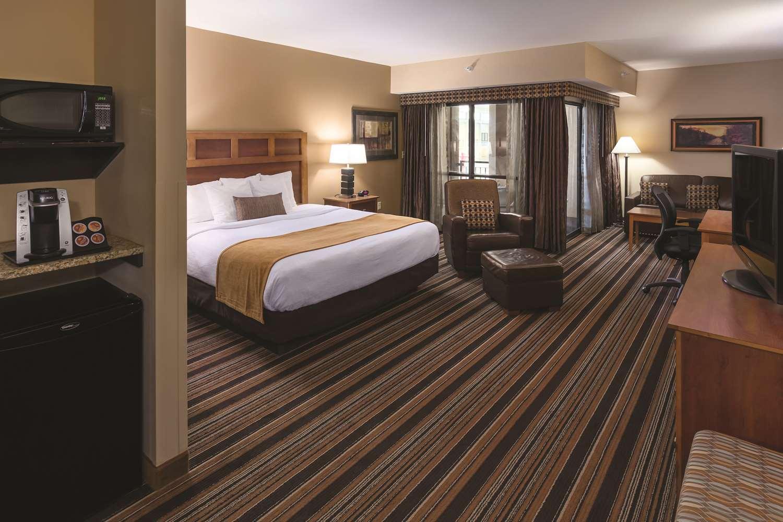 Room - Best Western Plus Bloomington Inn