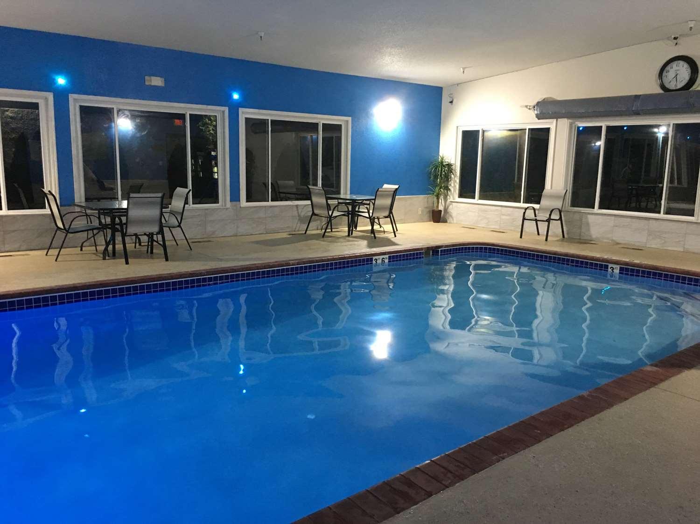 Pool - Best Western Shakopee Inn