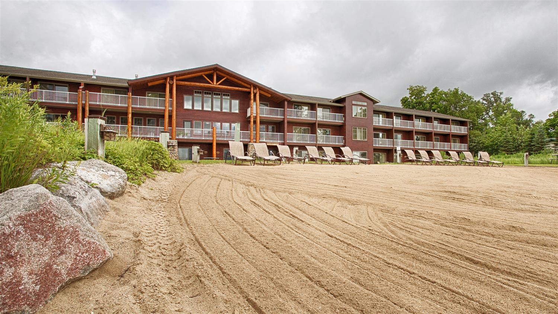 Beach - Best Western Premier Lodge on Lake Detroit