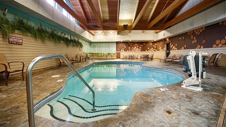 Pool - Best Western Premier Lodge on Lake Detroit