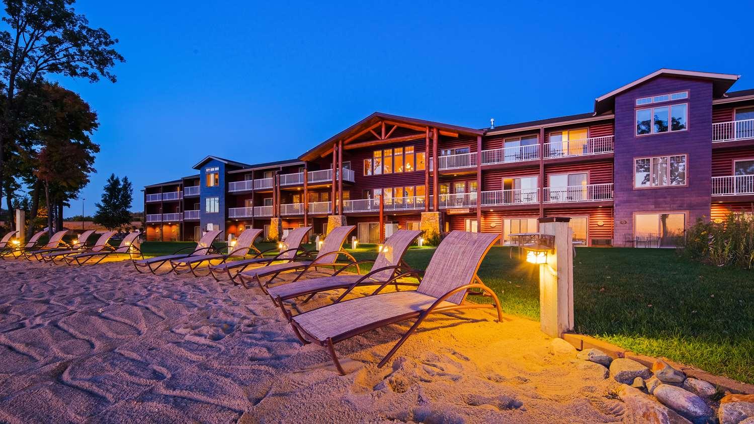 Exterior view - Best Western Premier Lodge on Lake Detroit