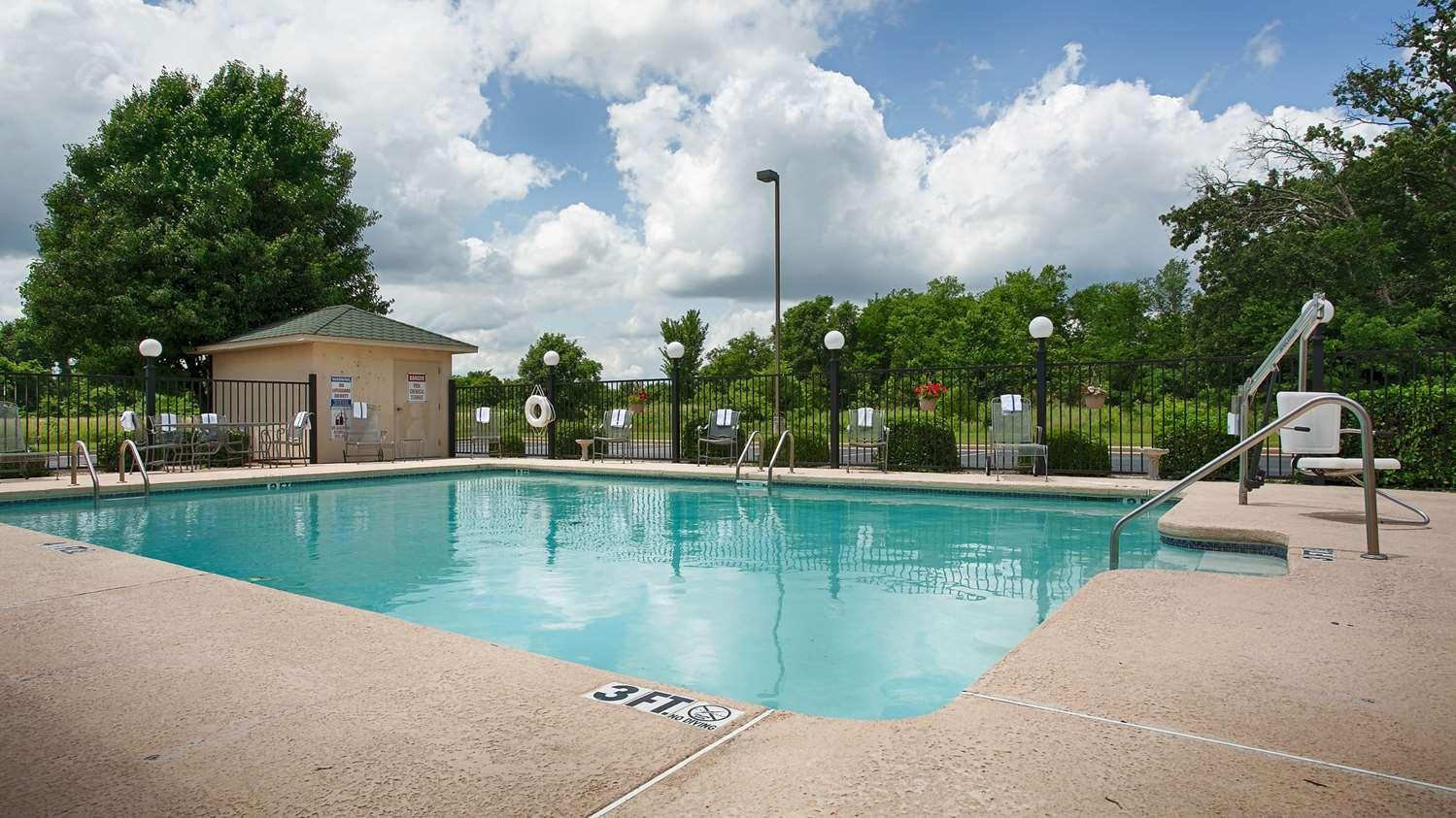 Pool - Best Western Big Spring Lodge Neosho