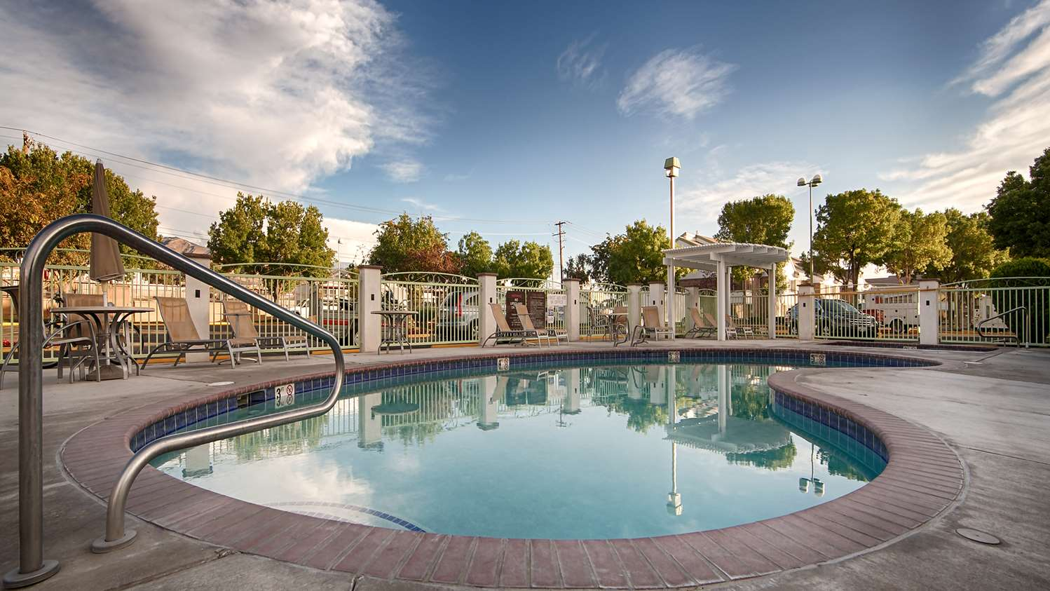 Pool - Best Western Plus Gold Country Inn Winnemucca