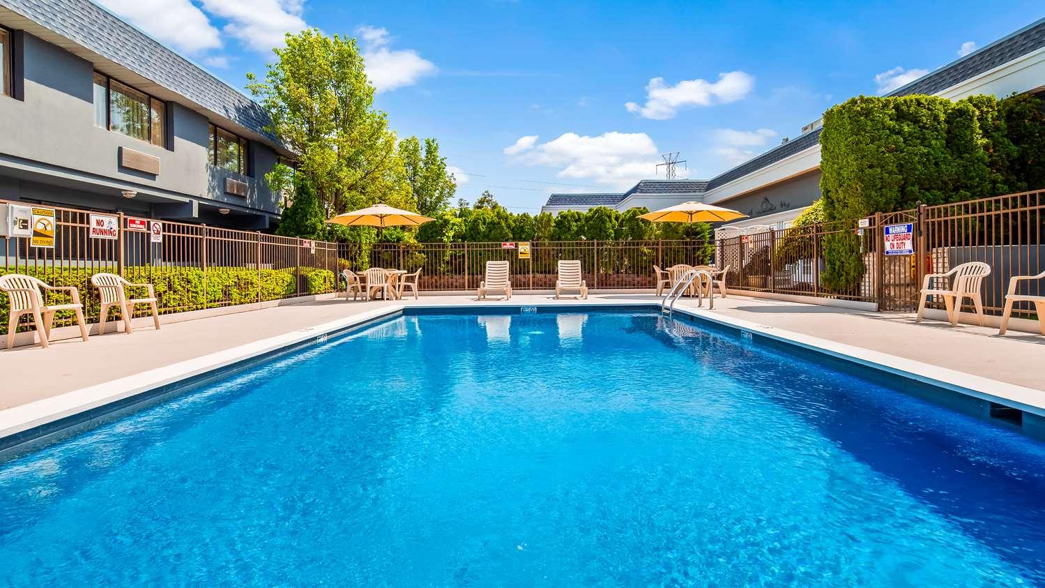 Pool - Best Western Leisure Inn Lakewood