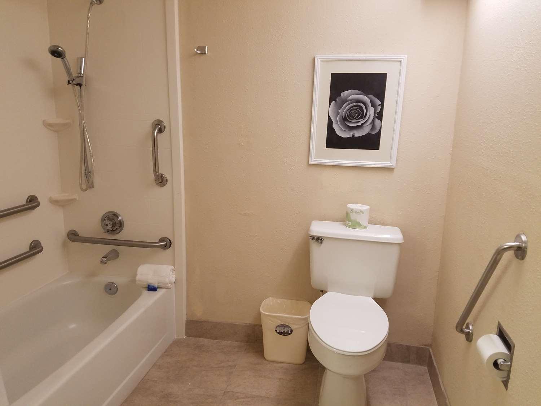 Room - Best Western Bordentown Inn