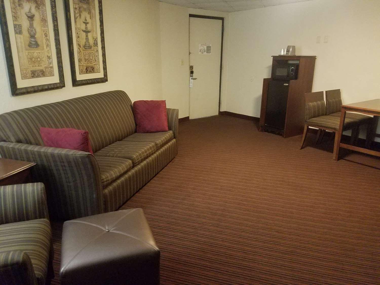 Suite - Best Western Bordentown Inn