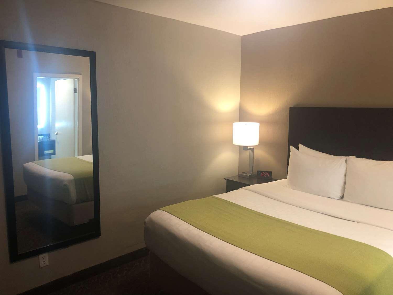 Suite - Best Western Fort Lee Inn
