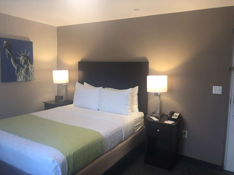 Room - Best Western Fort Lee Inn