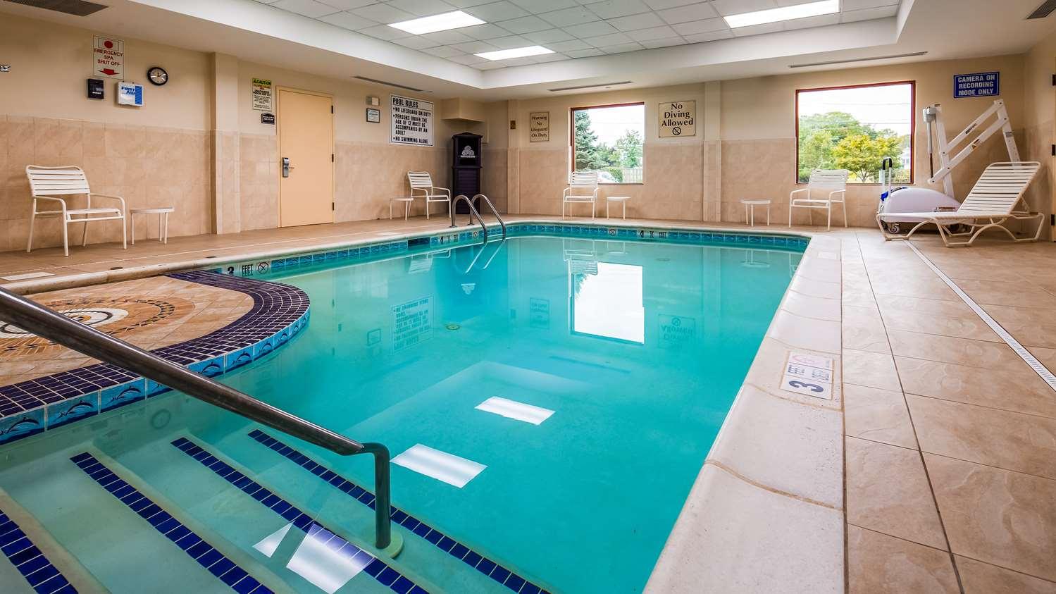 Pool - Best Western Riverview Inn Suites Rahway