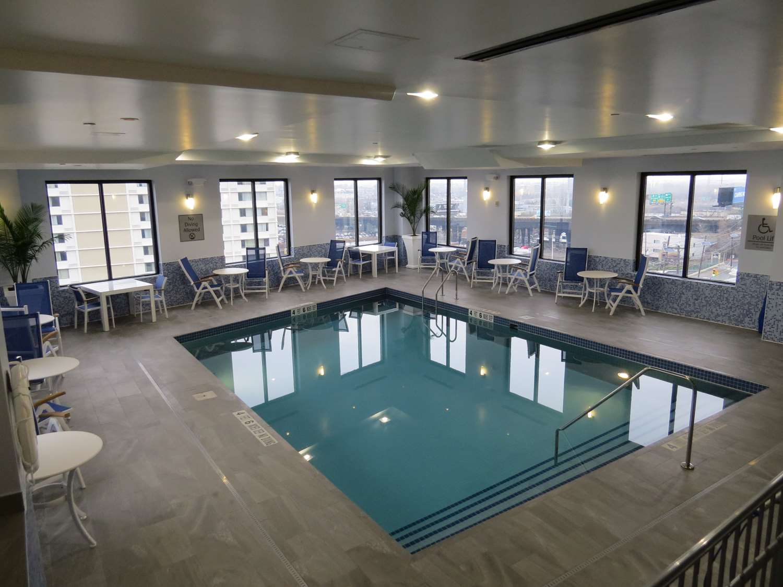 Pool - Best Western Premier NYC Gateway Hotel North Bergen