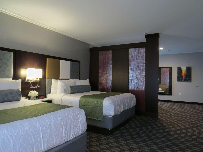 Suite - Best Western Premier NYC Gateway Hotel North Bergen