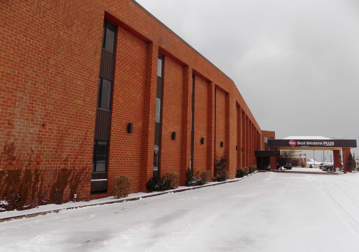 Exterior view - Best Western Plus Oswego Hotel & Conference Center