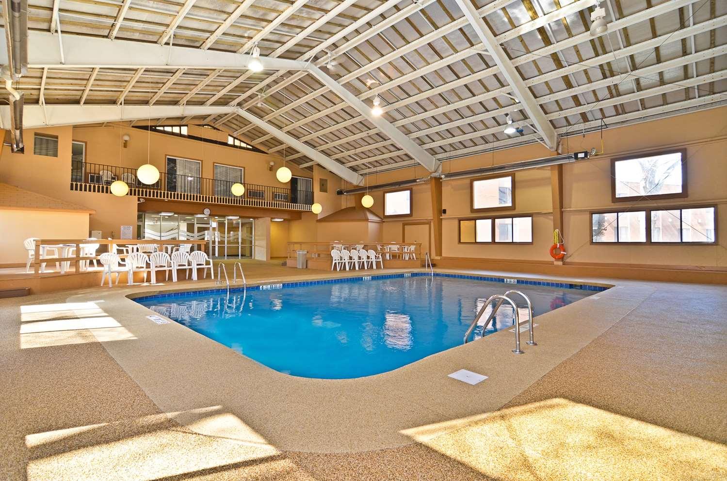 Pool - Best Western Summit Inn Niagara Falls