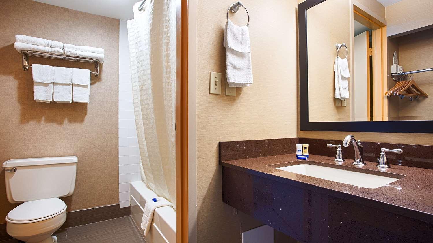 Room - Best Western Summit Inn Niagara Falls