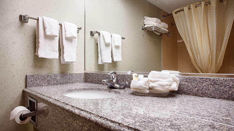Room - Best Western Crown Inn & Suites Batavia
