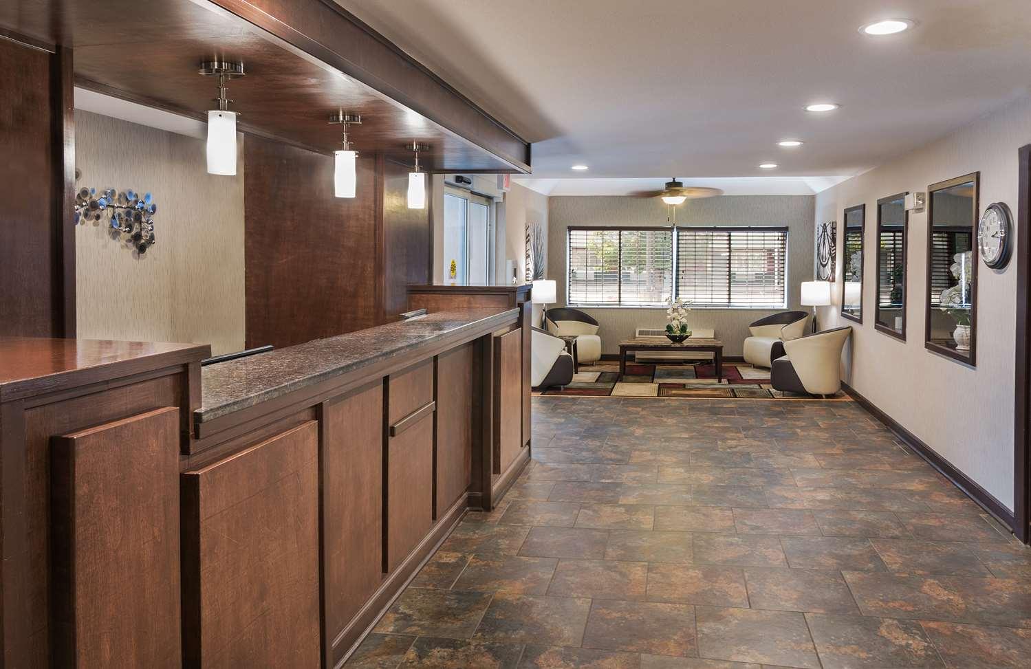 Lobby - Best Western Crown Inn & Suites Batavia