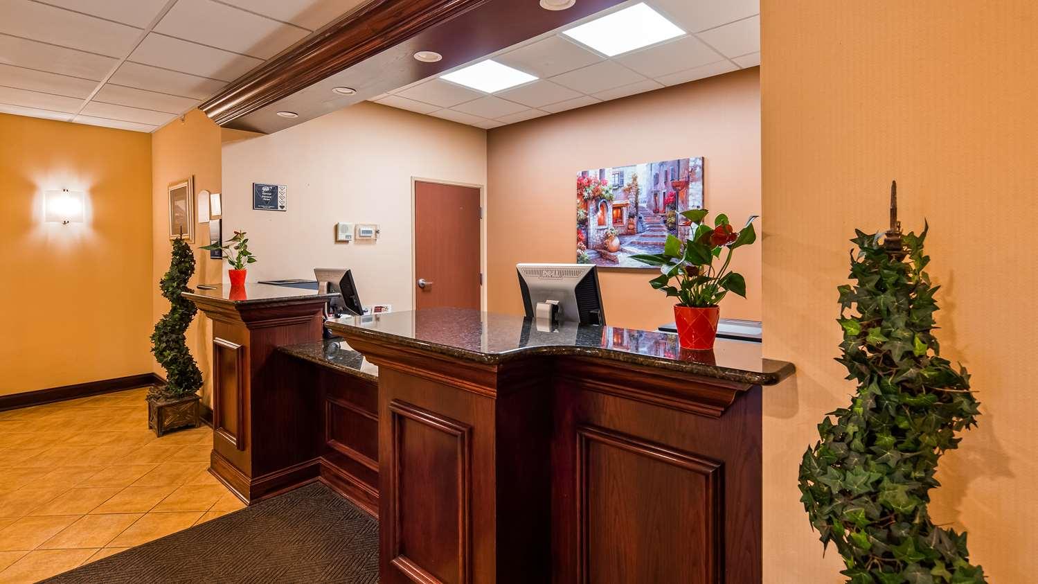 Lobby - Best Western Plus Victor Inn & Suites