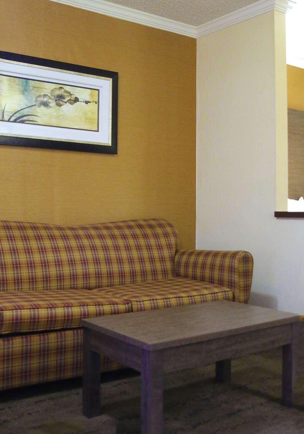 Room - Best Western Plus Galleria Inn & Suites Cheektowaga