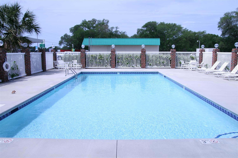 Pool - Best Western Plus Silver Creek Inn Swansboro