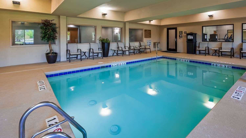 Pool - Best Western Smithfield Inn