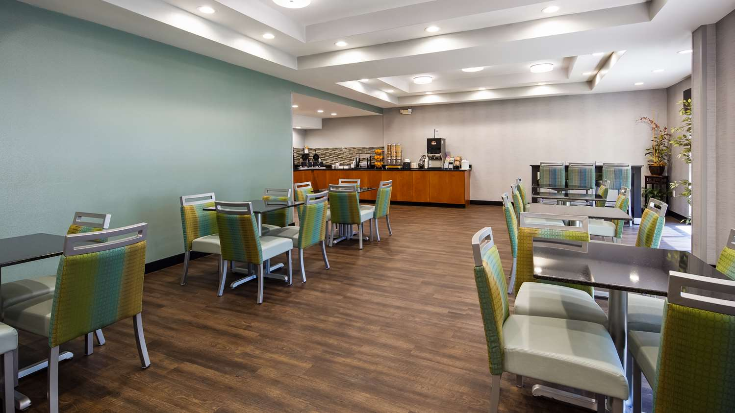Restaurant - Best Western Smithfield Inn