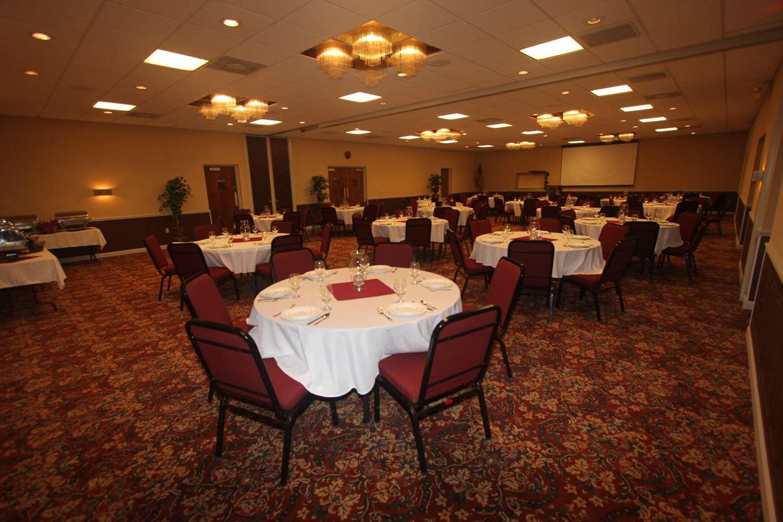 Ballroom - Best Western Hotel Wooster