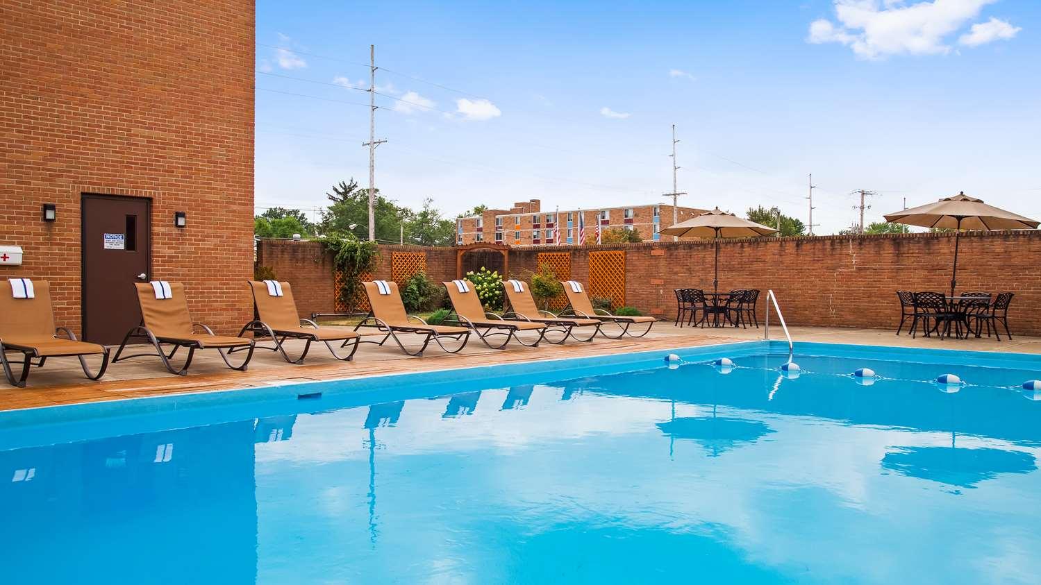 Pool - Best Western Hotel Wooster