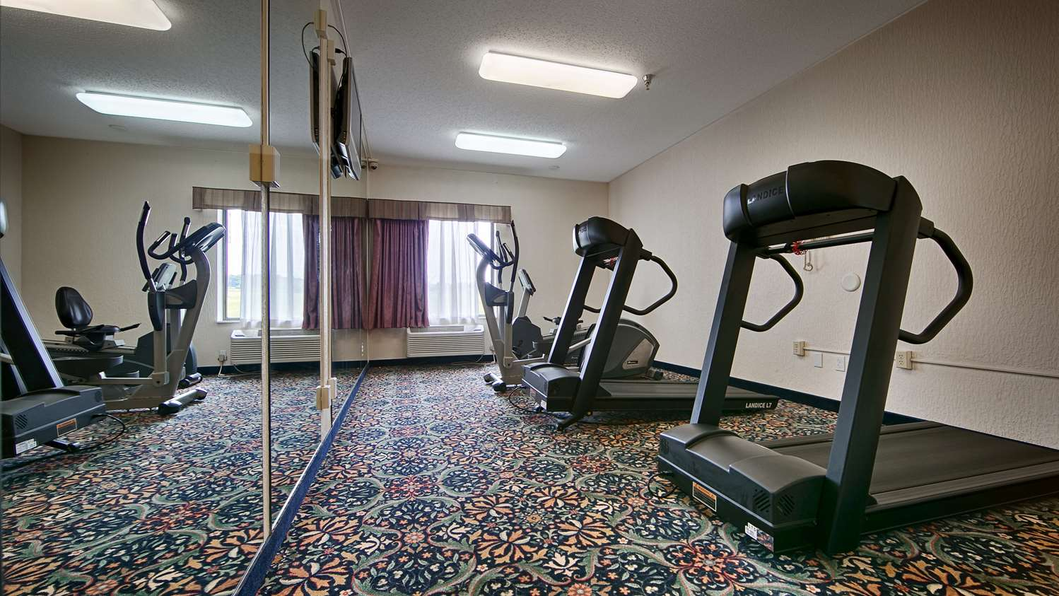 Fitness/ Exercise Room - Best Western B R Guest Zanesville