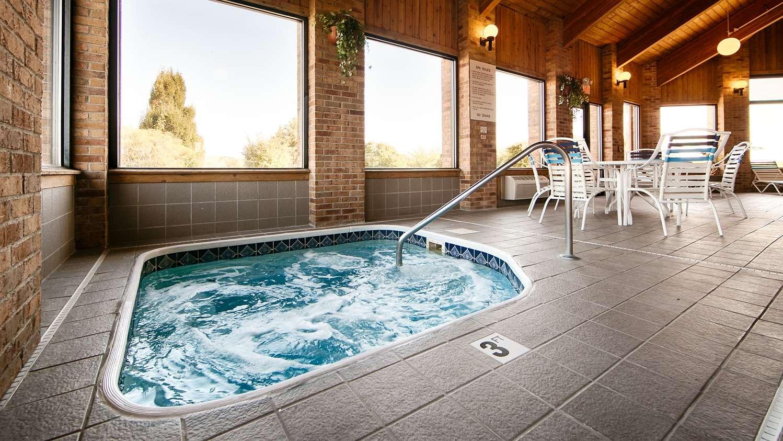 Pool - Best Western Lakewood Inn Hebron