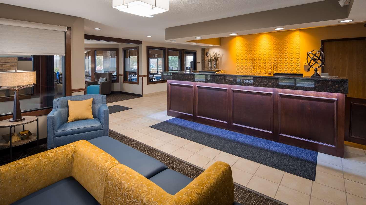 Lobby - Best Western Lakewood Inn Hebron