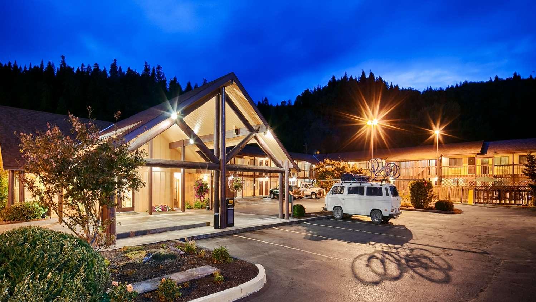 Exterior view - Best Western Oakridge Inn