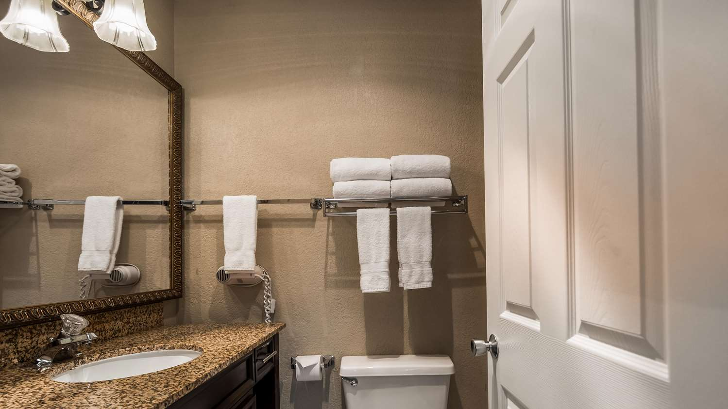 Room - Best Western Salbasgeon Inn & Suites Reedsport