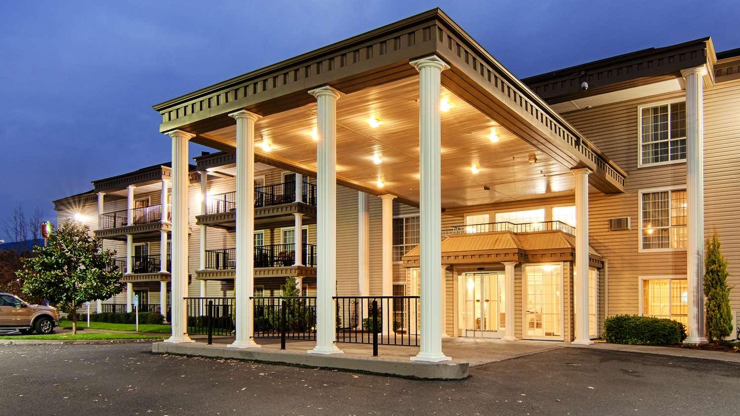 Exterior view - Best Western Grand Manor Inn Springfield
