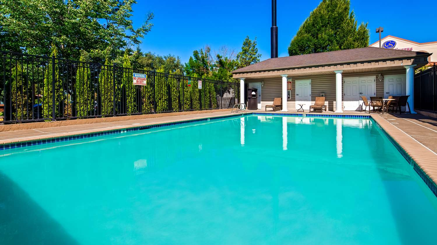 Pool - Best Western Grand Manor Inn Springfield