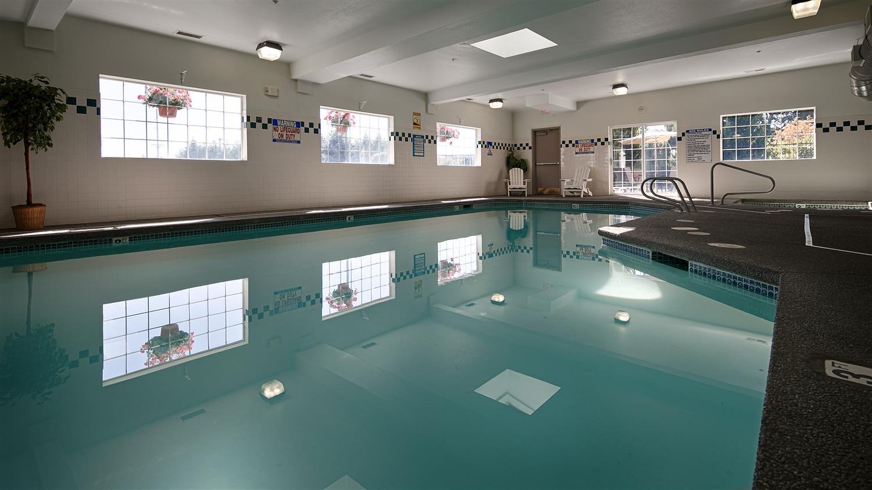 Pool - Best Western Oak Meadows Inn St Helens