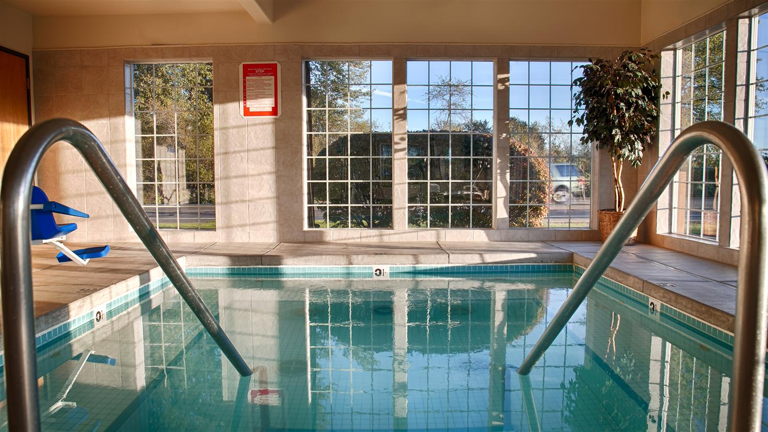 Pool - Best Western Dallas Inn & Suites