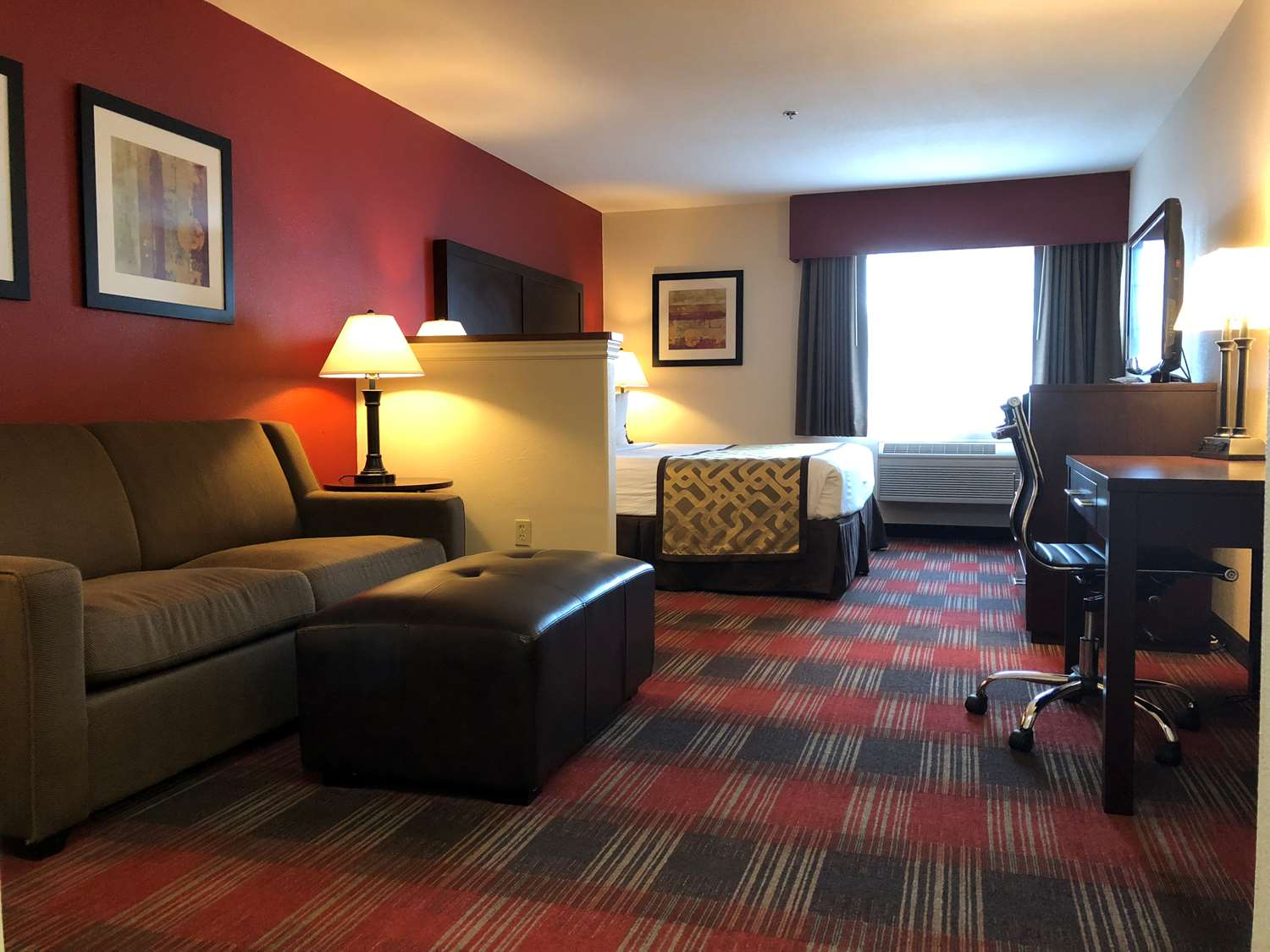 Suite - Best Western Dallas Inn & Suites