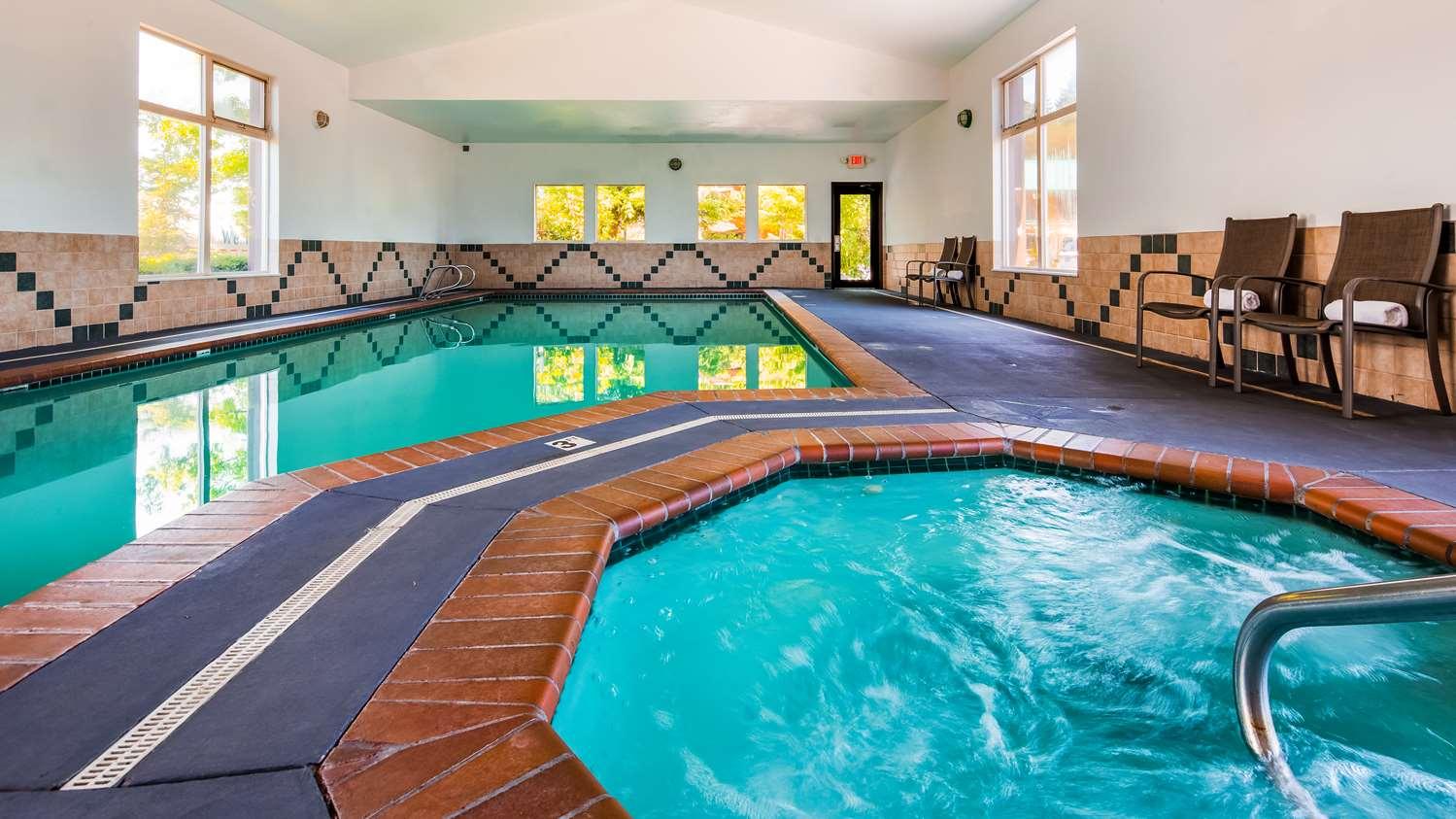 Pool - Best Western Plus Hartford Lodge Sutherlin