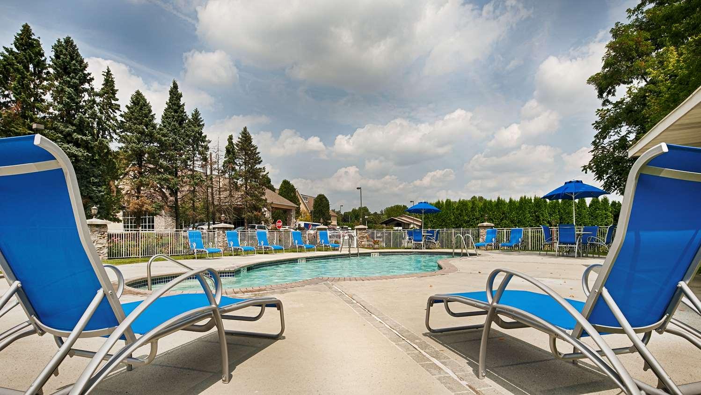 Pool - Best Western Plus Revere Inn & Suites Paradise